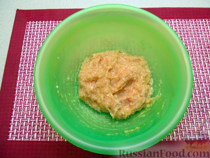 Фото приготовления рецепта: Суп с куриными фрикадельками и пшеном - шаг №3