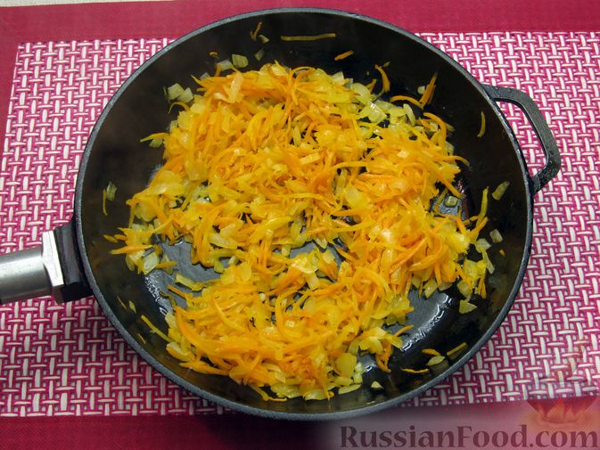 Фото приготовления рецепта: Суп с куриными фрикадельками и пшеном - шаг №7