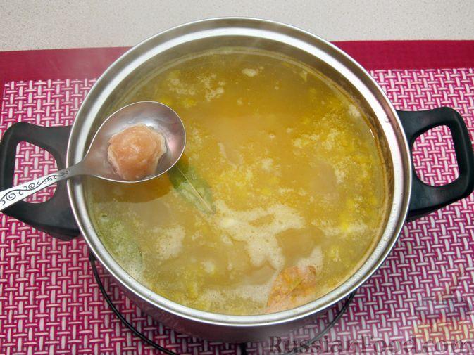 Фото приготовления рецепта: Суп с куриными фрикадельками и пшеном - шаг №13