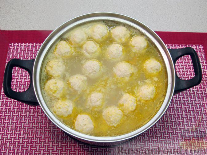 Фото приготовления рецепта: Суп с куриными фрикадельками и пшеном - шаг №14