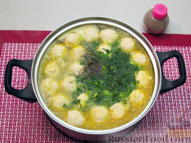 Фото приготовления рецепта: Суп с куриными фрикадельками и пшеном - шаг №16
