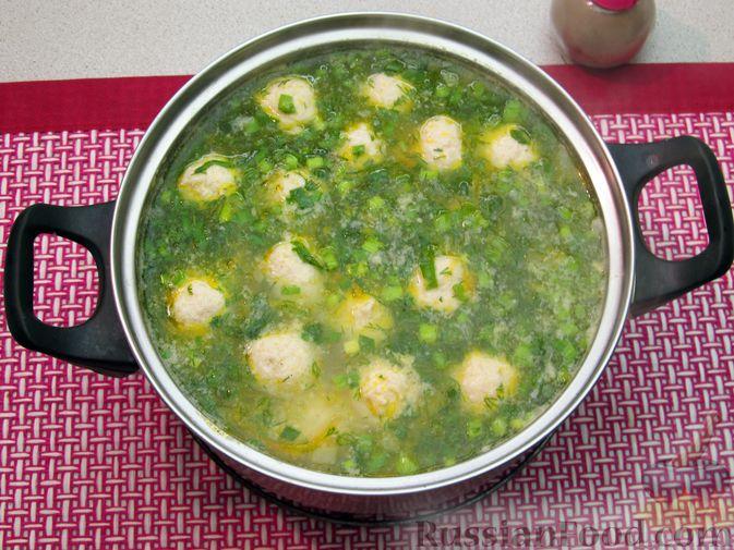 Фото приготовления рецепта: Суп с куриными фрикадельками и пшеном - шаг №17