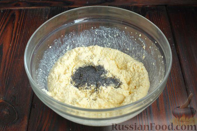 Фото приготовления рецепта: Творожные пончики с маком - шаг №3