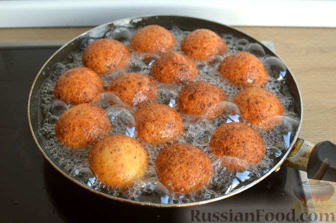 Фото приготовления рецепта: Творожные пончики с маком - шаг №8