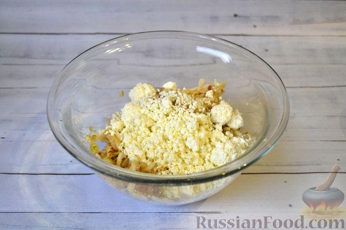 Фото приготовления рецепта: Гречневая запеканка с творогом, яблоками, сухофруктами и грецкими орехами - шаг №4