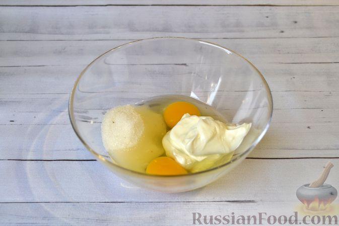 Фото приготовления рецепта: Гречневая запеканка с творогом, яблоками, сухофруктами и грецкими орехами - шаг №7
