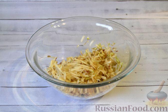 Фото приготовления рецепта: Гречневая запеканка с творогом, яблоками, сухофруктами и грецкими орехами - шаг №3