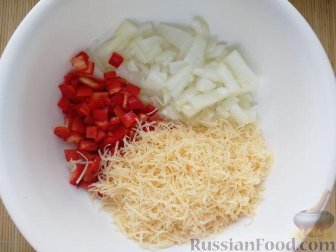 """Фото приготовления рецепта: Мясной """"хлеб"""" с сыром и сладким перцем - шаг №2"""