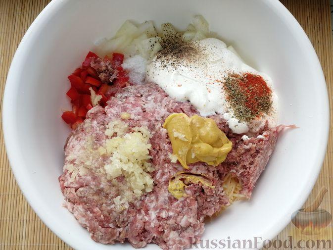 """Фото приготовления рецепта: Мясной """"хлеб"""" с сыром и сладким перцем - шаг №3"""
