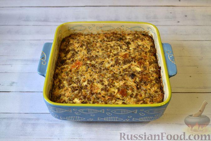 Фото приготовления рецепта: Гречневая запеканка с творогом, яблоками, сухофруктами и грецкими орехами - шаг №13