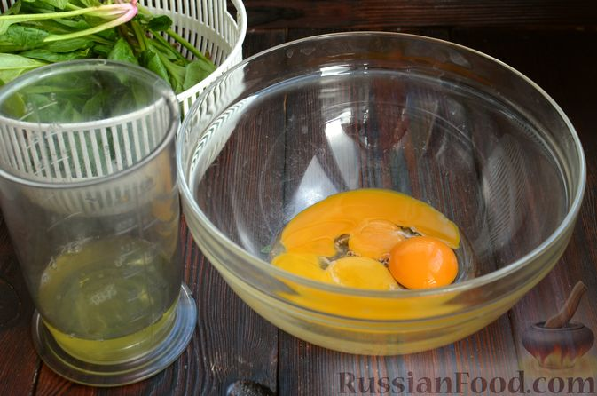 Фото приготовления рецепта: Шпинатный рулет с сёмгой и сливочным сыром - шаг №2