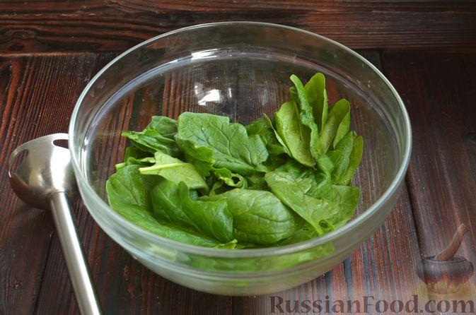 Фото приготовления рецепта: Шпинатный рулет с сёмгой и сливочным сыром - шаг №3