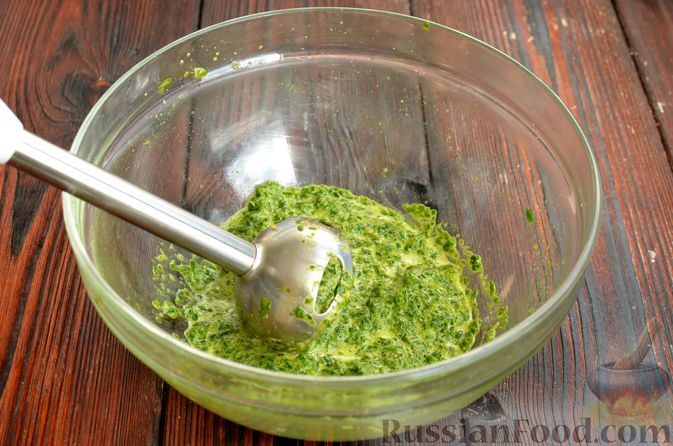 Фото приготовления рецепта: Шпинатный рулет с сёмгой и сливочным сыром - шаг №4