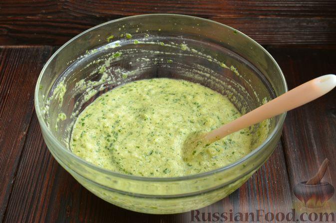 Фото приготовления рецепта: Шпинатный рулет с сёмгой и сливочным сыром - шаг №7