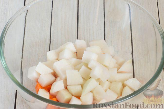 Фото приготовления рецепта: Кольраби, свёкла, картофель и морковь, запечённые с бальзамическим соусом - шаг №4