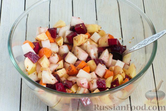 Фото приготовления рецепта: Кольраби, свёкла, картофель и морковь, запечённые с бальзамическим соусом - шаг №7