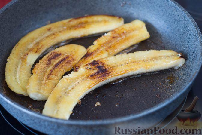 Фото приготовления рецепта: Жареные бананы со сливочной карамелью и кунжутом - шаг №5