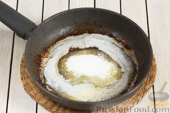 Фото приготовления рецепта: Жареные бананы со сливочной карамелью и кунжутом - шаг №7