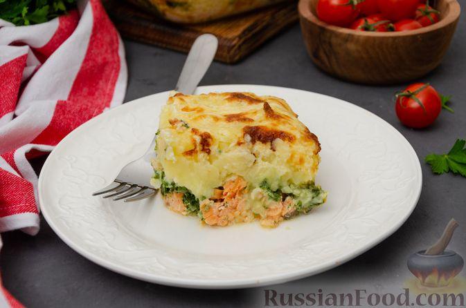 Фото к рецепту: Картофельная запеканка с сёмгой и шпинатом