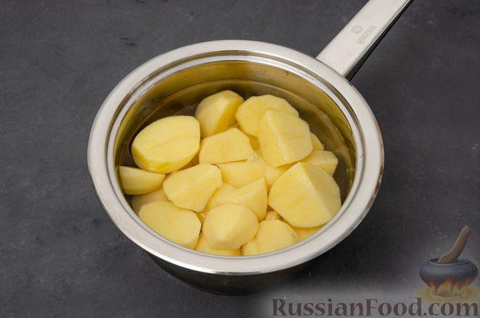Фото приготовления рецепта: Картофельная запеканка с сёмгой и шпинатом - шаг №2