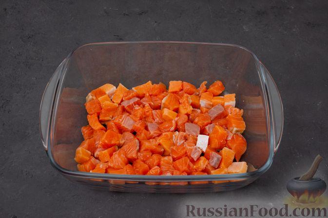 Фото приготовления рецепта: Картофельная запеканка с сёмгой и шпинатом - шаг №8