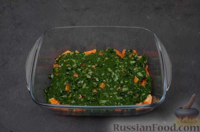 Фото приготовления рецепта: Картофельная запеканка с сёмгой и шпинатом - шаг №9