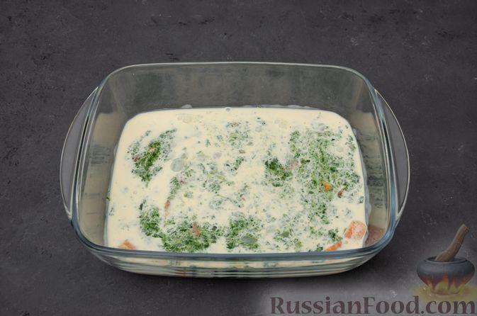 Фото приготовления рецепта: Картофельная запеканка с сёмгой и шпинатом - шаг №11