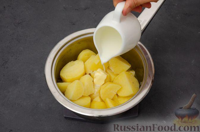 Фото приготовления рецепта: Картофельная запеканка с сёмгой и шпинатом - шаг №3