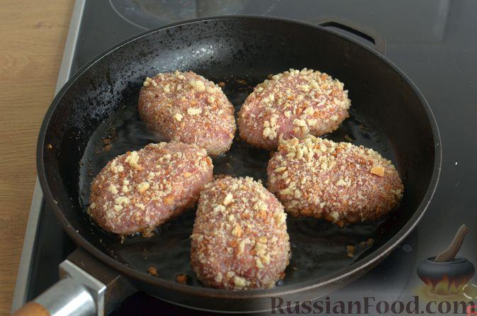 Фото приготовления рецепта: Котлеты из свинины и говядины - шаг №15