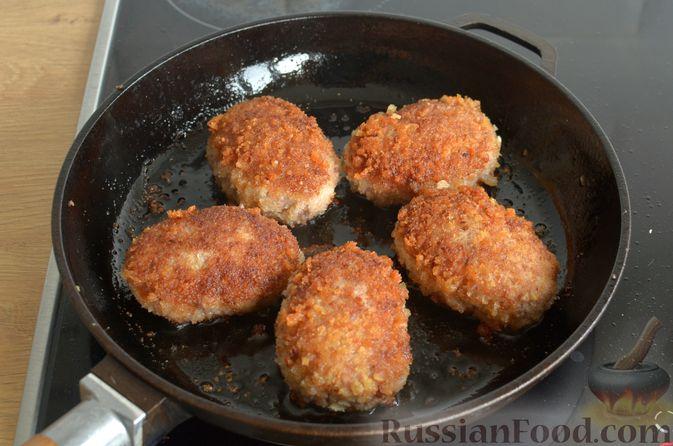 Фото приготовления рецепта: Котлеты из свинины и говядины - шаг №16