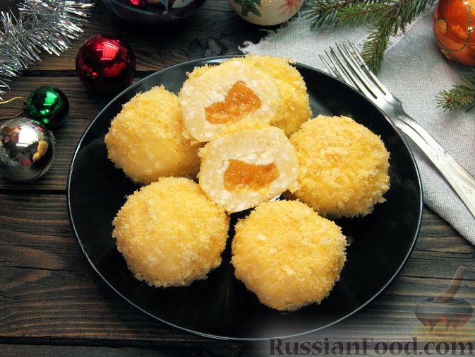 Фото приготовления рецепта: Ленивые вареники с консервированными персиками, в кукурузной посыпке - шаг №15