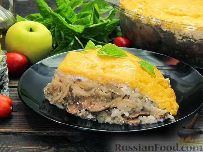 Фото к рецепту: Рис, запечённый с куриной печенью, яблоками и сыром