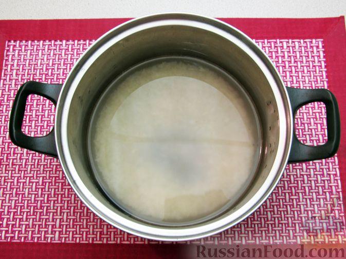 Фото приготовления рецепта: Рис, запечённый с куриной печенью, яблоками и сыром - шаг №2