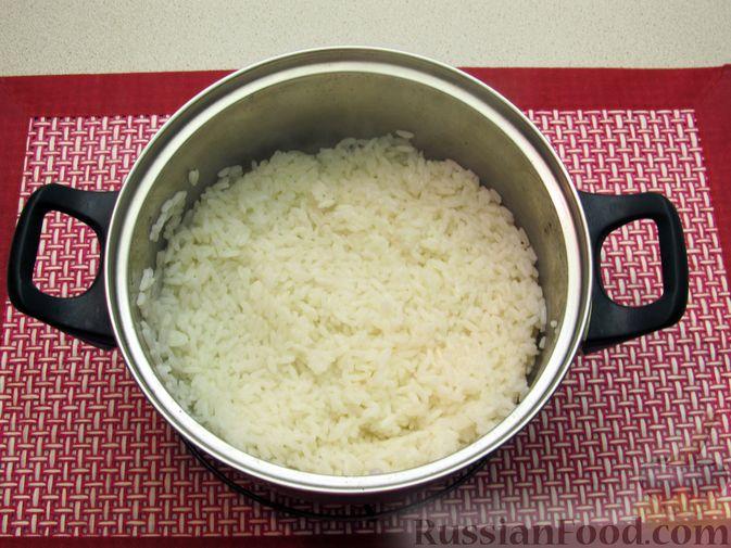 Фото приготовления рецепта: Рис, запечённый с куриной печенью, яблоками и сыром - шаг №3