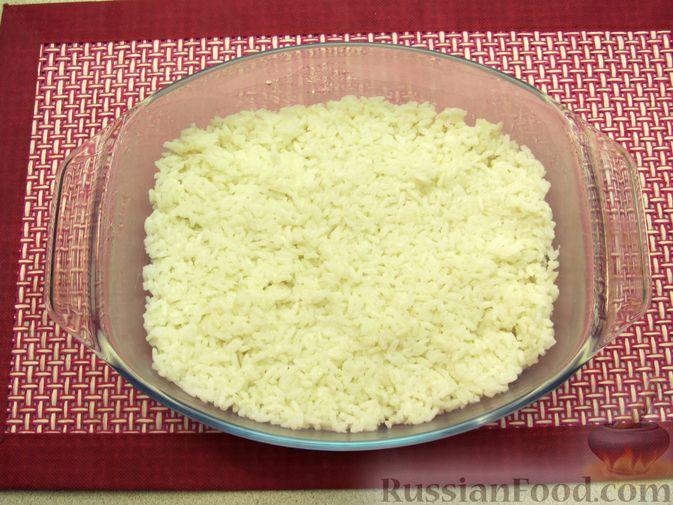 Фото приготовления рецепта: Рис, запечённый с куриной печенью, яблоками и сыром - шаг №7