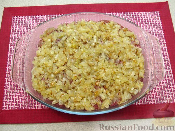 Фото приготовления рецепта: Рис, запечённый с куриной печенью, яблоками и сыром - шаг №10