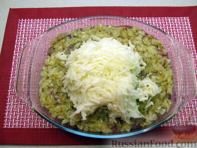 Фото приготовления рецепта: Рис, запечённый с куриной печенью, яблоками и сыром - шаг №11