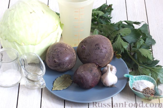 Фото приготовления рецепта: Маринованная капуста со свёклой и сельдереем - шаг №1