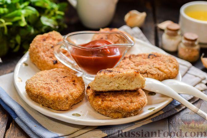 Фото к рецепту: Котлеты из индейки с плавленым сыром и чесноком