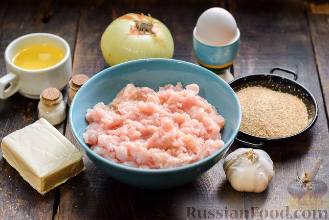 Фото приготовления рецепта: Котлеты из индейки с плавленым сыром и чесноком - шаг №1