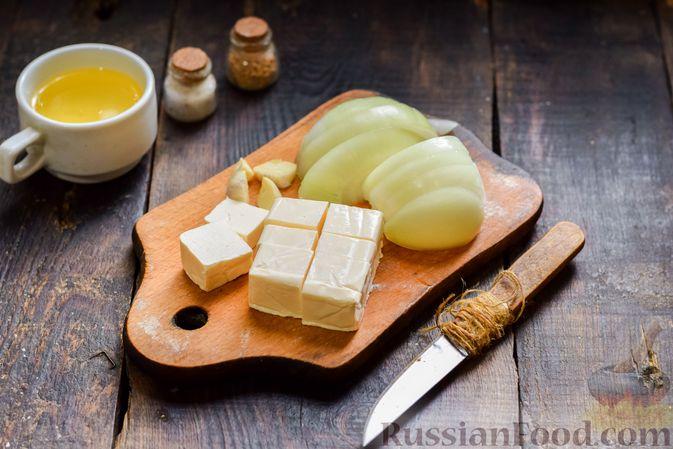 Фото приготовления рецепта: Котлеты из индейки с плавленым сыром и чесноком - шаг №2