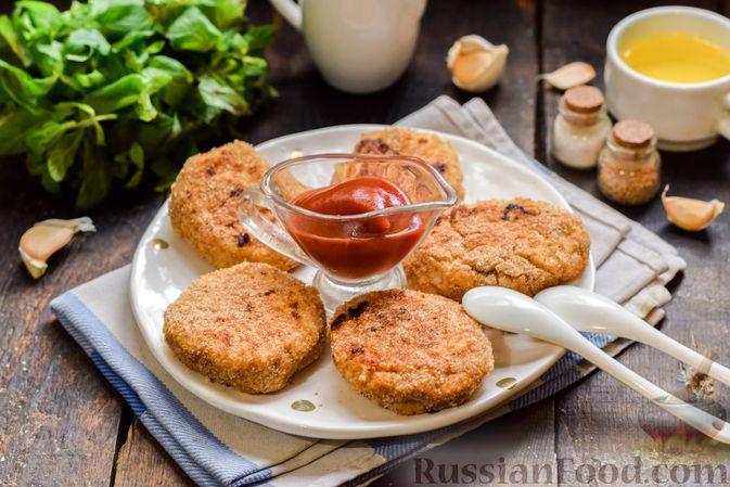 Фото приготовления рецепта: Котлеты из индейки с плавленым сыром и чесноком - шаг №9
