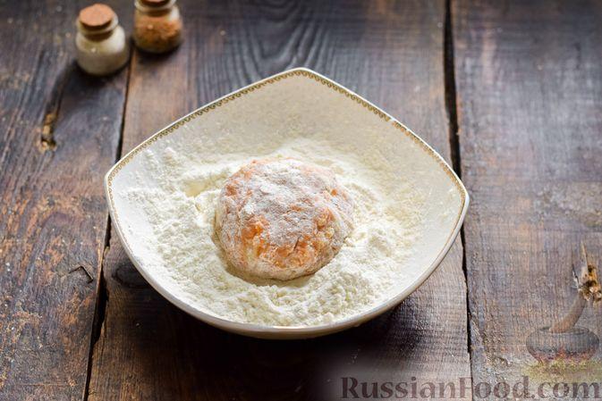 Фото приготовления рецепта: Мясные котлеты с тыквой и плавленым сыром - шаг №10