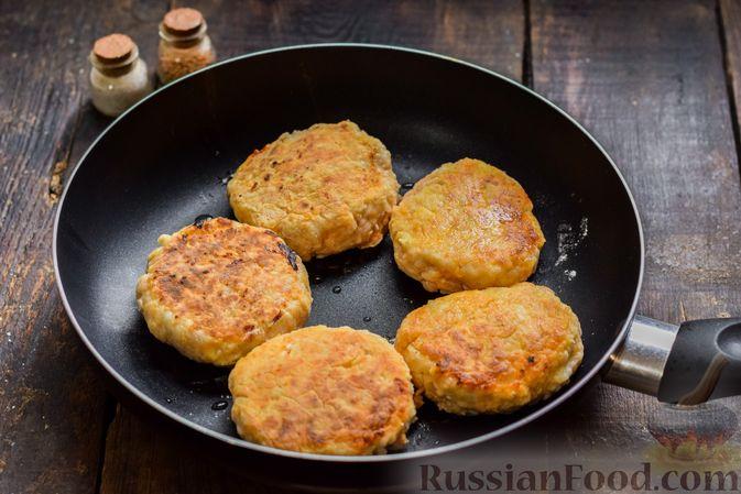 Фото приготовления рецепта: Мясные котлеты с тыквой и плавленым сыром - шаг №12