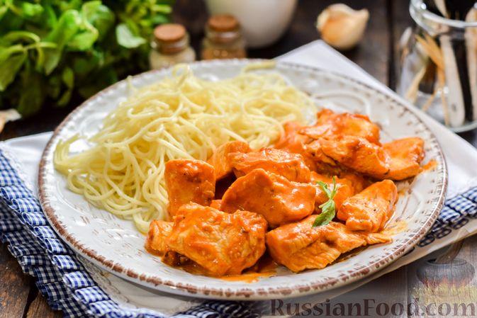 Фото к рецепту: Курица в майонезно-томатном соусе, в микроволновке