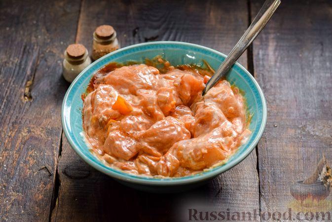 Фото приготовления рецепта: Курица в майонезно-томатном соусе, в микроволновке - шаг №6