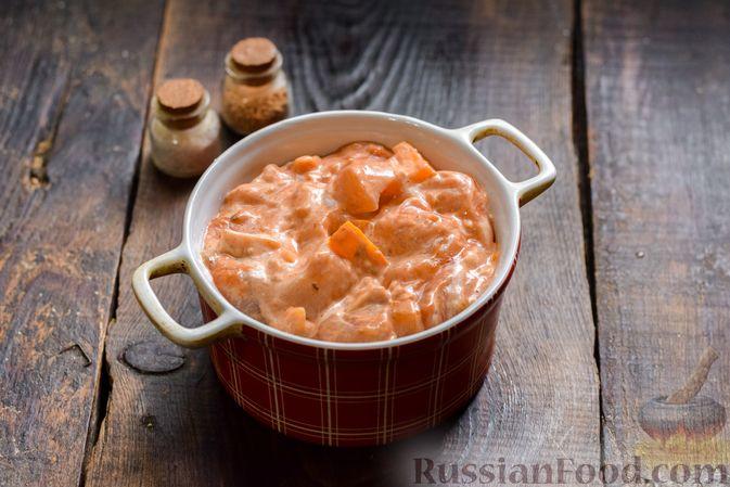 Фото приготовления рецепта: Курица в майонезно-томатном соусе, в микроволновке - шаг №7