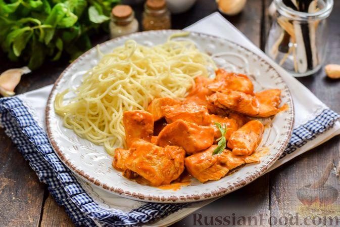 Фото приготовления рецепта: Курица в майонезно-томатном соусе, в микроволновке - шаг №11
