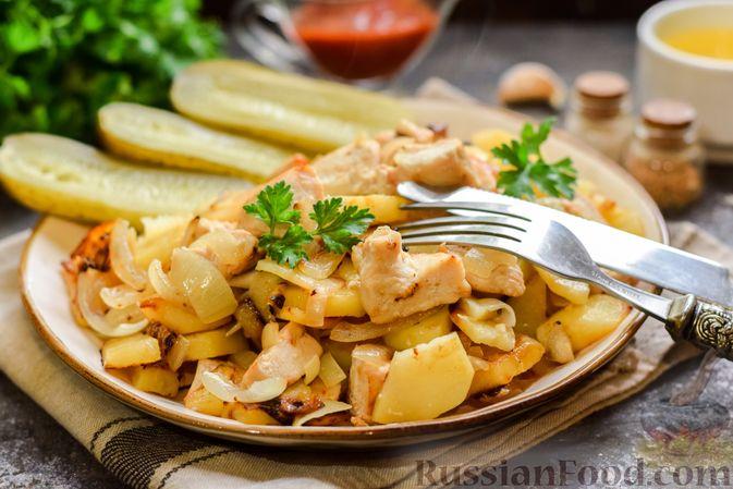 Фото к рецепту: Жареная картошка с курицей и луком