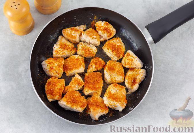 Фото приготовления рецепта: Индейка, запечённая с тыквой и цветной капустой - шаг №4